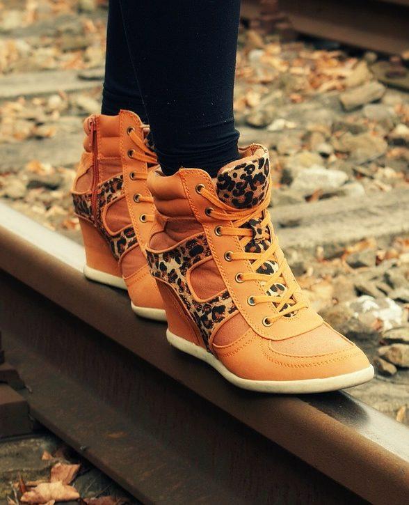 Schuhe Sale mit bis zu 70% Rabatt